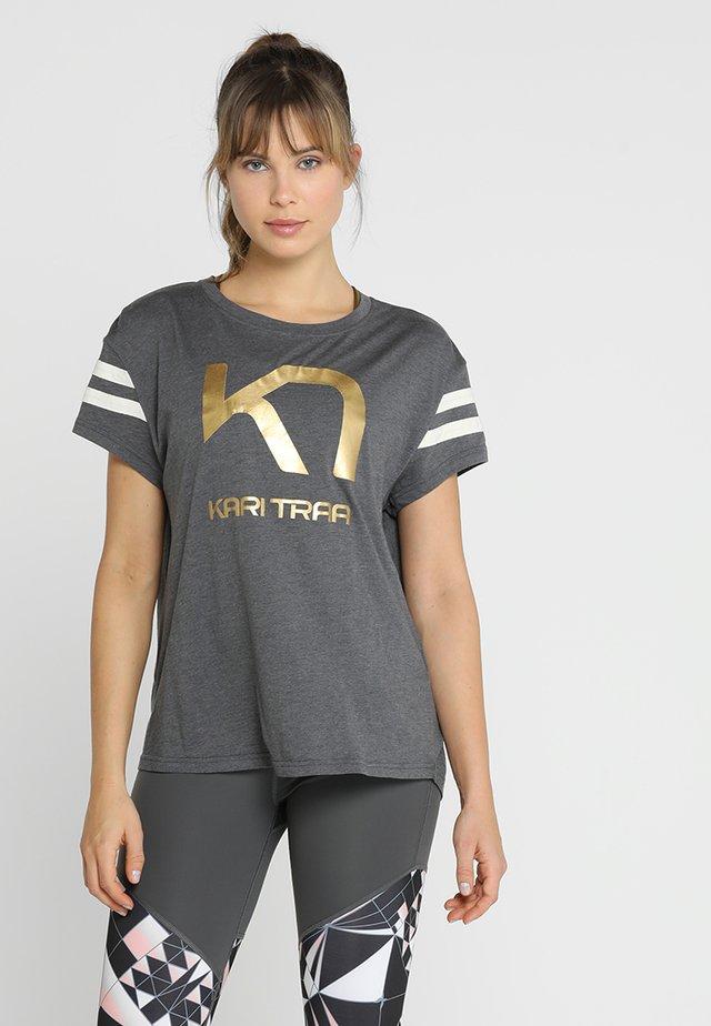 VILDE TEE - Print T-shirt - dove
