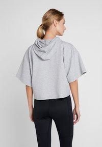 KariTraa - VICKY TEE - T-shirts print - grey melange - 2