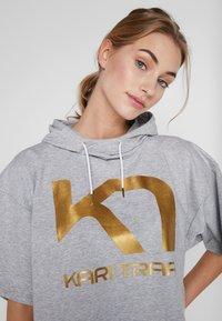 KariTraa - VICKY TEE - T-shirts print - grey melange - 3