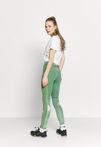 KariTraa - LOUISE - Leggings - envy - 2