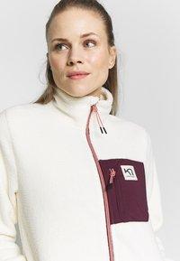 KariTraa - RØTHE MIDLAYER - Fleece jacket - white - 3
