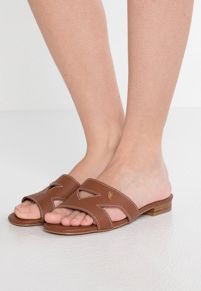 ODINA - Pantofle - tan
