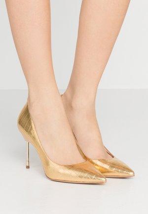 BRITTON - Zapatos altos - gold