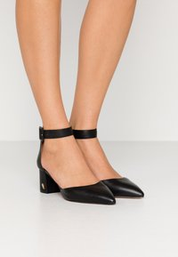 Kurt Geiger London - BURLINGTON - Klassieke pumps - black - 0