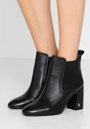 RAYLAN - Korte laarzen - black