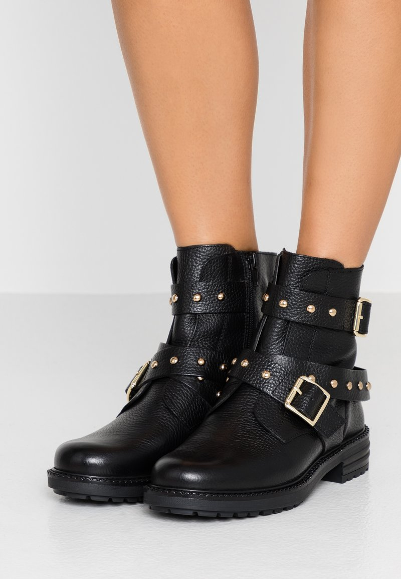 Kurt Geiger London - STINGER - Cowboy/biker ankle boot - black