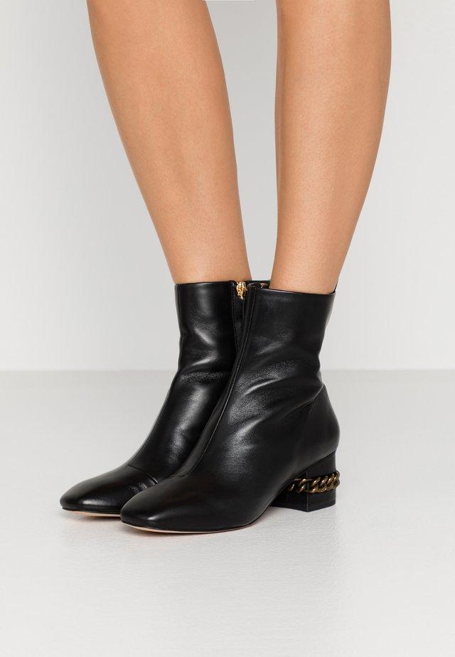 RAQUEL BLOCK BOOT - Kotníkové boty - black