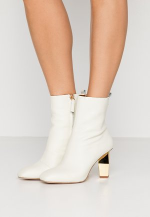 DAXON - High heeled ankle boots - bone
