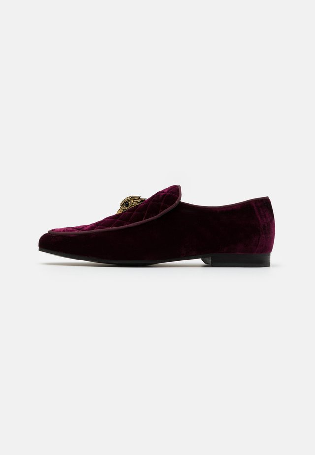 HUGH EAGLE HEAD - Slip-ons - wine