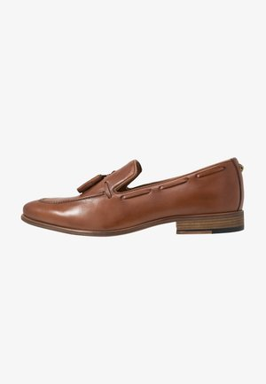 LEVI LOAFER - Loaferit/pistokkaat - tan