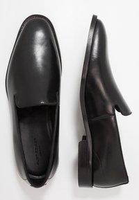 Kurt Geiger London - SLOANE - Elegantní nazouvací boty - black - 1