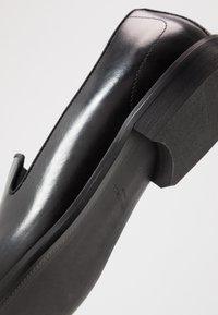 Kurt Geiger London - SLOANE - Elegantní nazouvací boty - black - 5