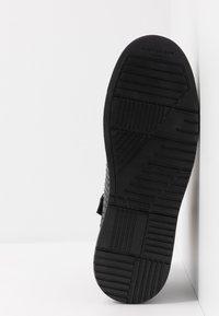 Kurt Geiger London - JACOBS TOP STUD - Sneakersy wysokie - black - 4