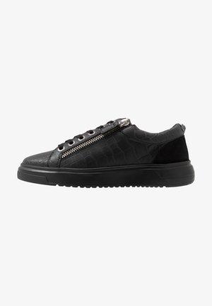 JACOBS - Sneakersy niskie - black