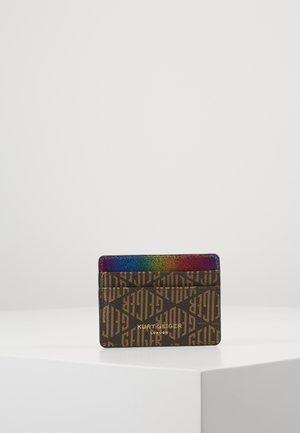 MONOGRAM CARD HOLDER - Lommebok - brown