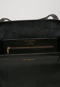Kurt Geiger London - VIOLET HORIZONTAL TOTE - Shopping Bag - black - 4