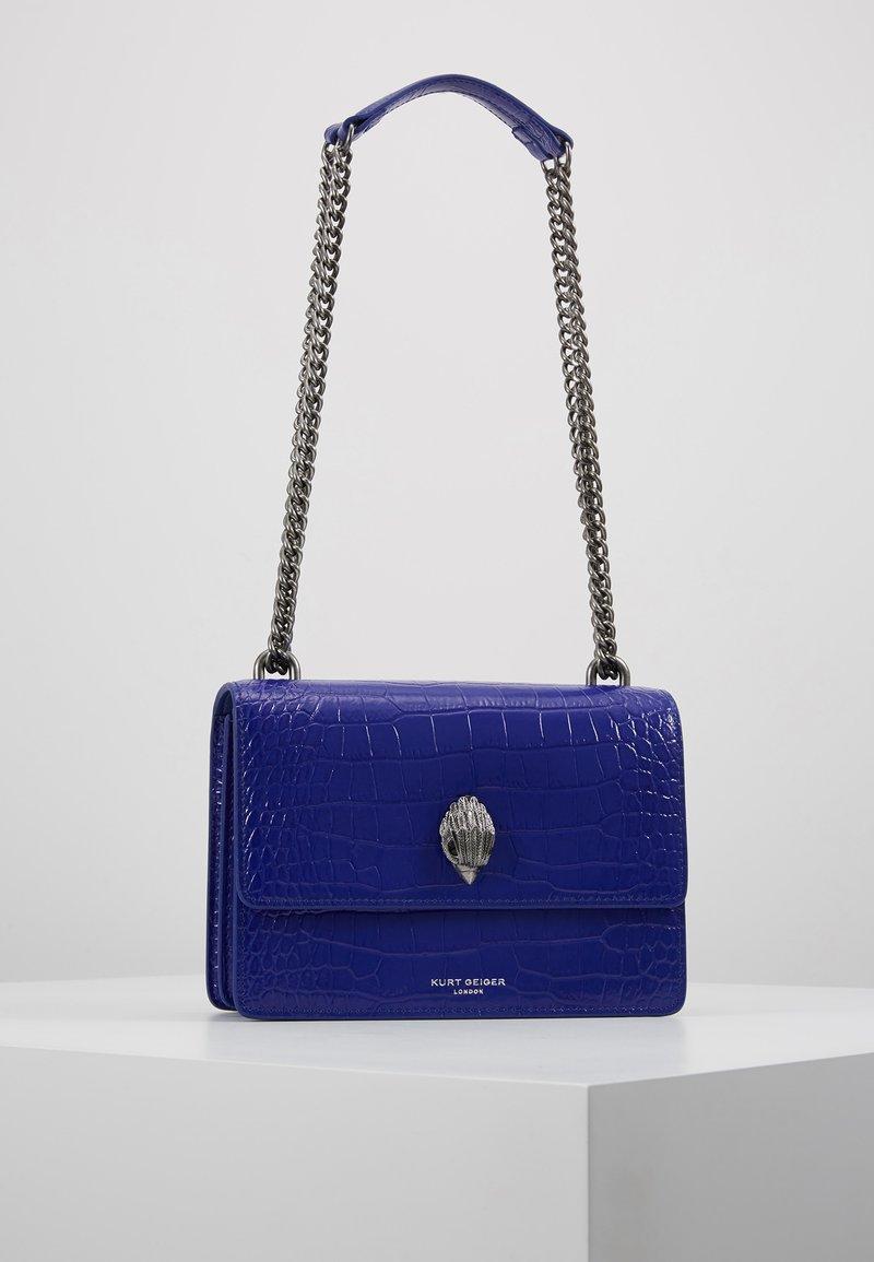 Kurt Geiger London - SHOREDITCH CROSS BODY - Handtasche - purple