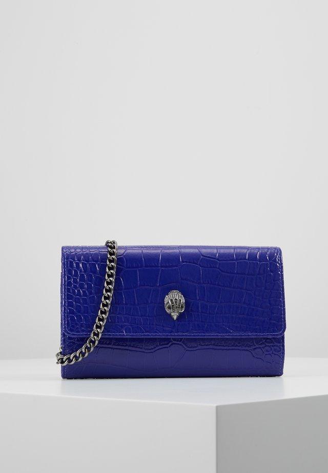 KENSINGTON CHAIN WALLET  - Clutch - purple