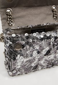 Kurt Geiger London - EXCLUSIVE MINI KENS BAG - Across body bag - silver - 4