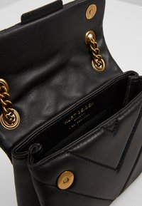 Kurt Geiger London - MINI KENSINGTON X BAG - Olkalaukku - black - 5