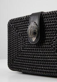 Kurt Geiger London - SQUARE BASKET BAG - Taška spříčným popruhem - black - 2