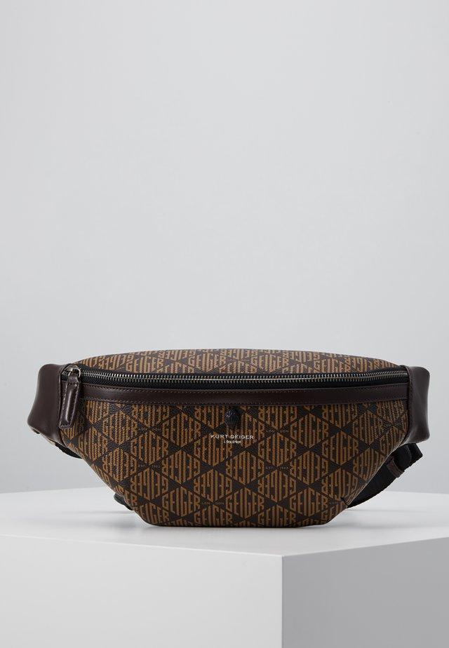 BRIXTON BELT BAG - Taška spříčným popruhem - brown