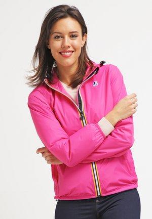 LE VRAI CLAUDETTE - Waterproof jacket - fuchsia magenta