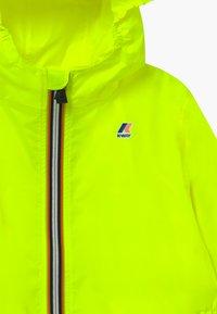 K-Way - LE VRAI CLAUDE - Veste imperméable - yellow fluo - 4