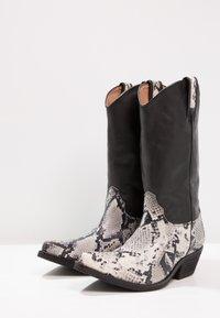 Kentucky's Western - Cowboy/Biker boots - tahore arce - 2