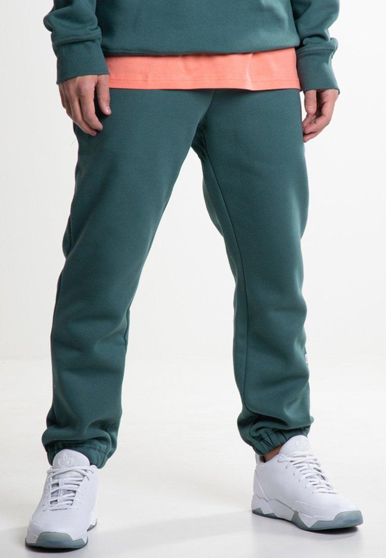 K1X - Jogginghose - bistro green