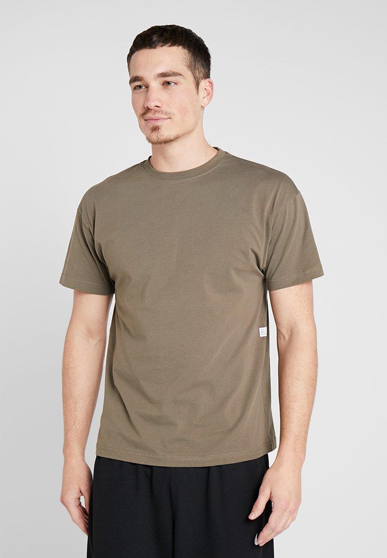 K1X - CREST - Basic T-shirt - tarmac