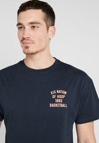 K1X - ONE COURT AT A TIME  - Print T-shirt - navy - 4