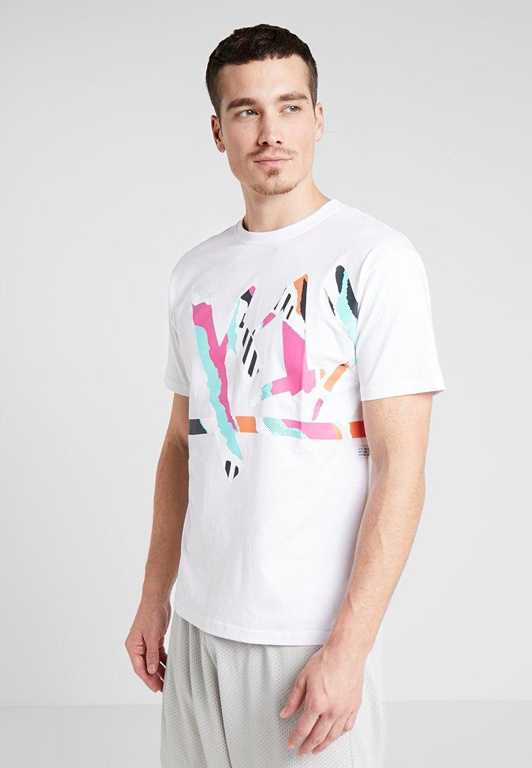 K1X - WRAP AROUND TAG - T-Shirt print - white