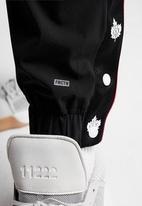 K1X - DANDY DIARY TEARAWAY PANTS - Jogginghose - black - 5