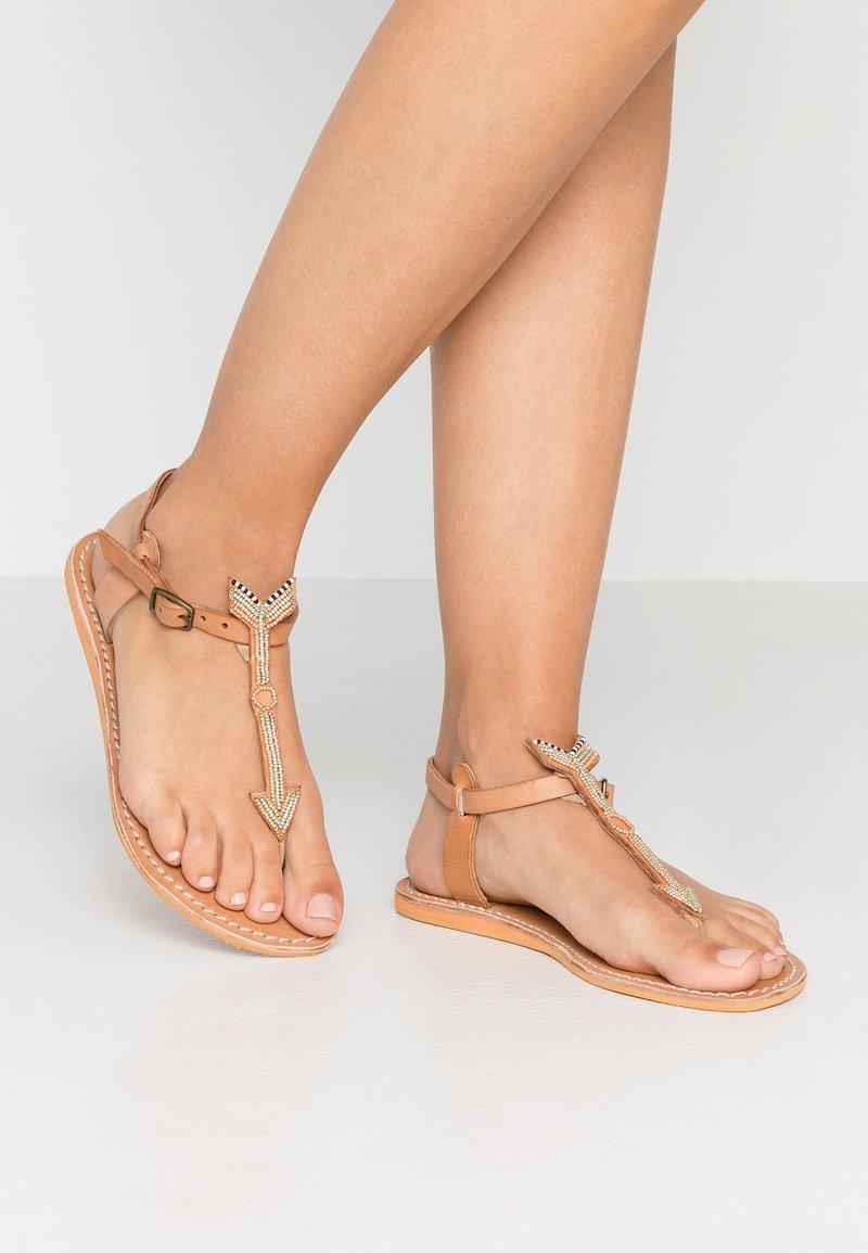 laidbacklondon - EAST FLAT - T-bar sandals - metal copper/green