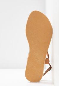 laidbacklondon - BLYTH FLAT - T-bar sandals - metal gold / turquoise - 6