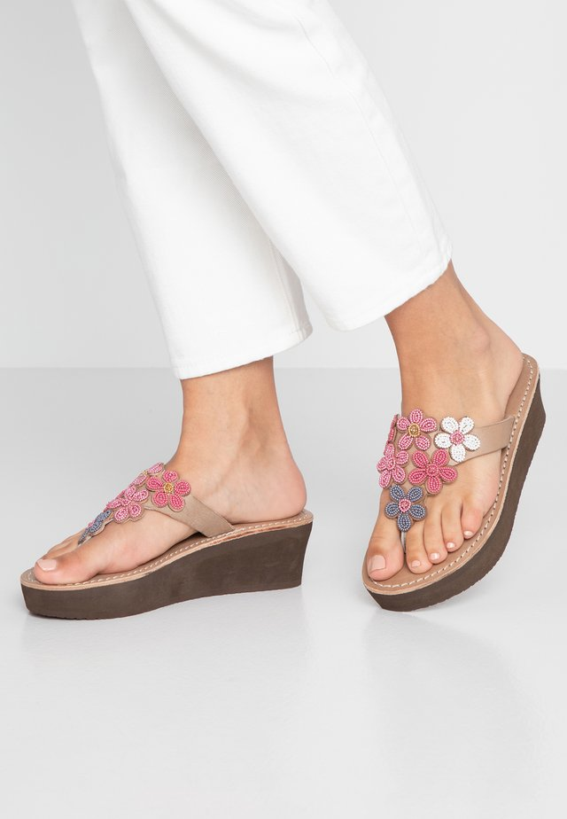 COOPER WEDGE - T-bar sandals - rose