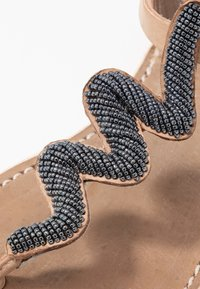 laidbacklondon - ZIGGY FLAT - T-bar sandals - tan/gun metal - 2