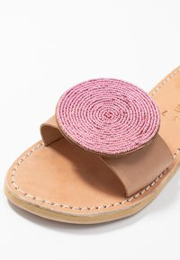 laidbacklondon - REMI - Pantofle - light brown/metal pink - 2
