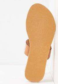 laidbacklondon - TRENT FLAT - T-bar sandals - light brown/snow white - 6