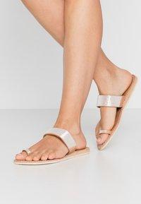 laidbacklondon - TRENT FLAT - T-bar sandals - light brown/snow white - 0
