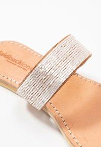 laidbacklondon - TRENT FLAT - T-bar sandals - light brown/snow white - 2