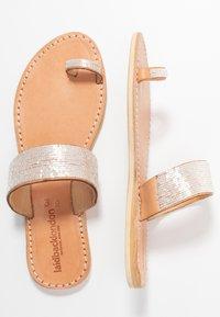 laidbacklondon - TRENT FLAT - T-bar sandals - light brown/snow white - 3