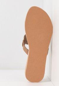 laidbacklondon - LAITH FLAT - T-bar sandals - tan/metal silver/grey - 6