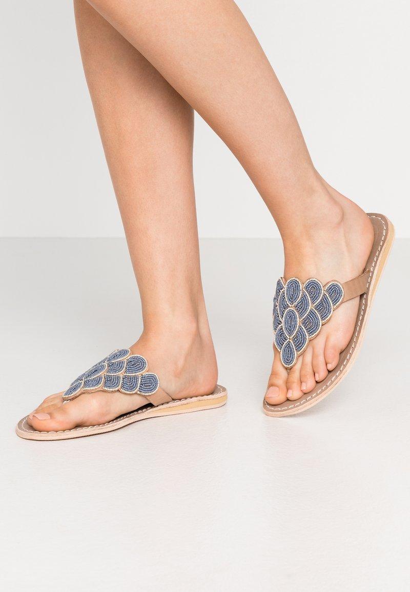 laidbacklondon - LAITH FLAT - T-bar sandals - tan/metal silver/grey