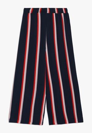 NLFOCAMI WIDE PANT - Trousers - flame scarlet