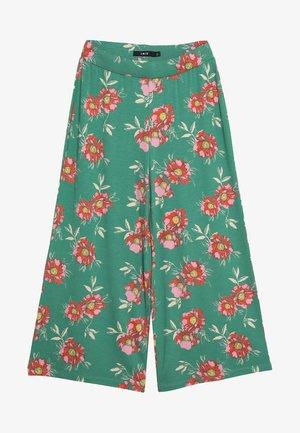 NLFHARMONY  WIDE PANT - Trousers - leprechaun