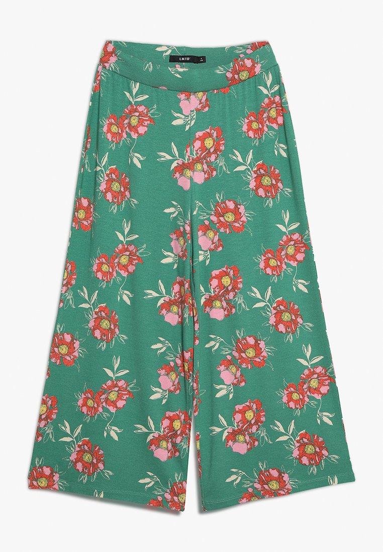 LMTD - NLFHARMONY  WIDE PANT - Trousers - leprechaun