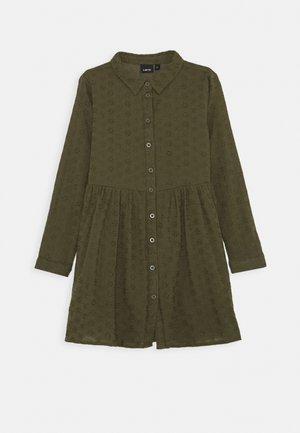 NLFLUJAN DRESS - Košilové šaty - ivy green