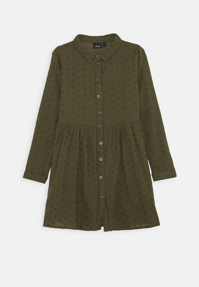 NLFLUJAN DRESS - Shirt dress - ivy green